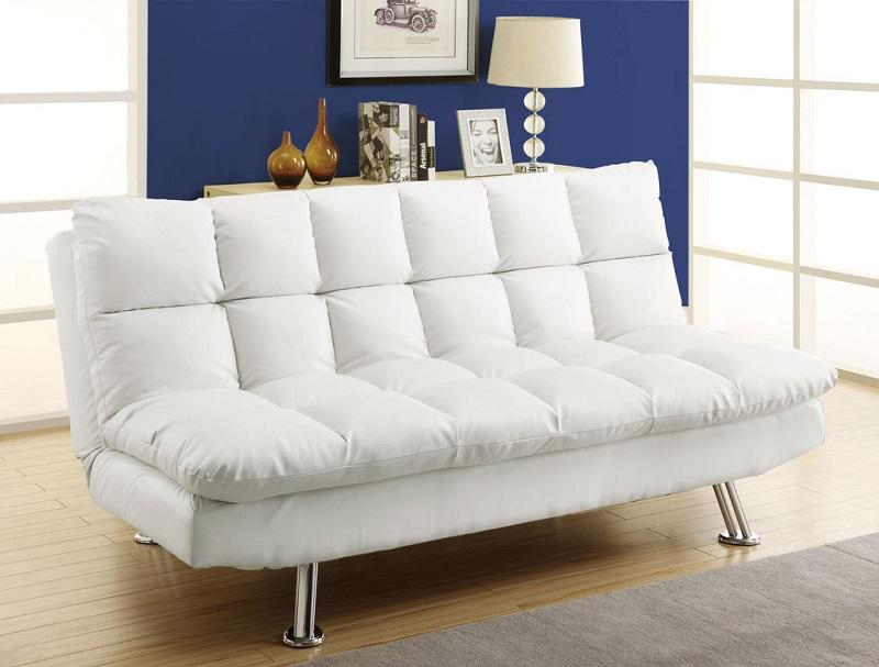 La présence d'espace à l'arrière du canapé aidera à ne pas le déplacer avec un dépliage fréquent