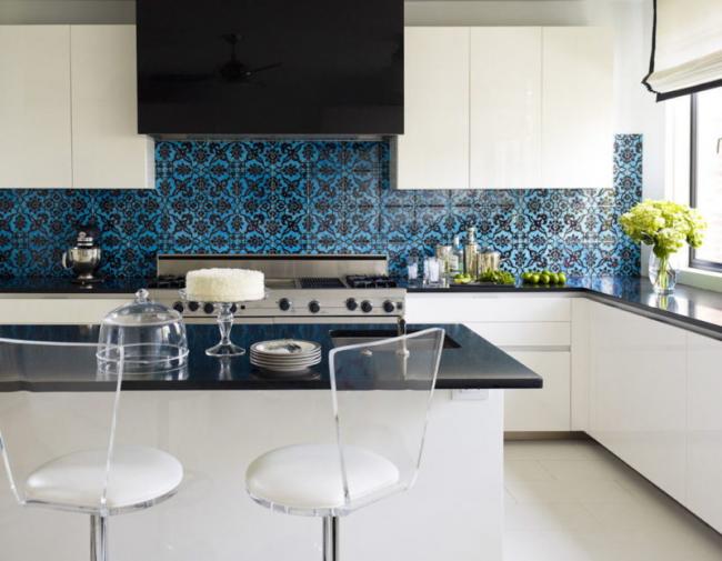 Tablier lumineux avec un motif dans la cuisine