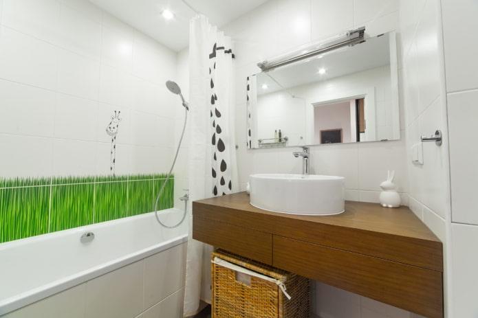 carrelage blanc sur les murs de la salle de bain