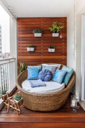 Chaises sur le balcon