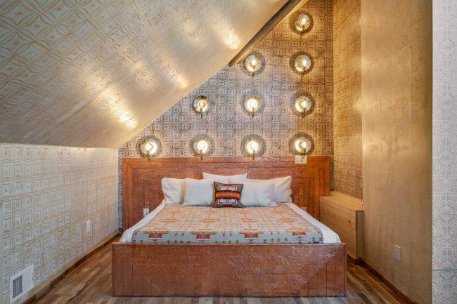 Fabuleuse chambre orientale avec éclairage spot mural