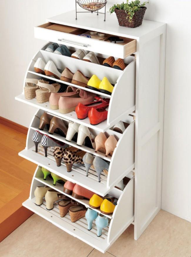 Une armoire à chaussures pliable peut vous faire gagner beaucoup d'espace.