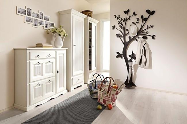 Le support mural en forme d'arbre est une excellente solution créative pour votre intérieur