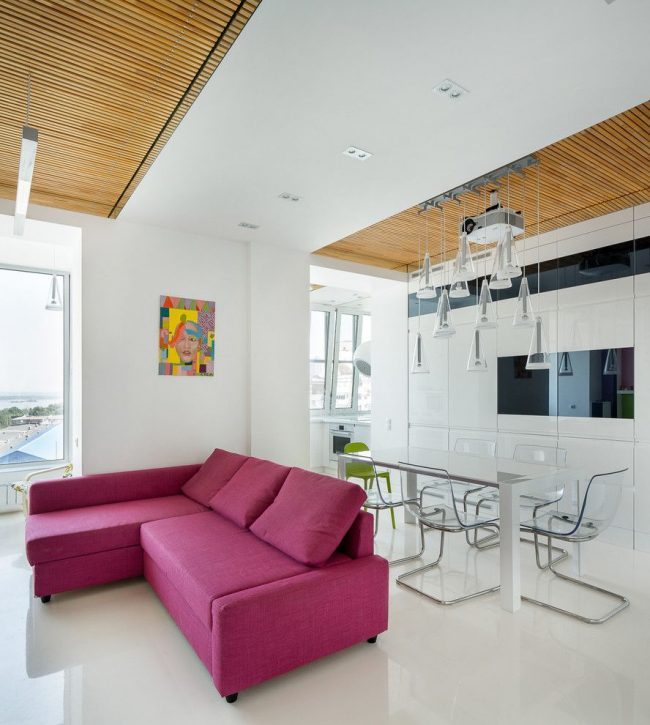 Cuisine-studio combinée avec un balcon