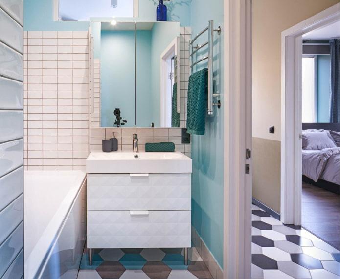 salle de bain dans les tons bleus