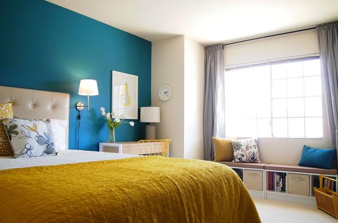 textiles moutarde dans la chambre