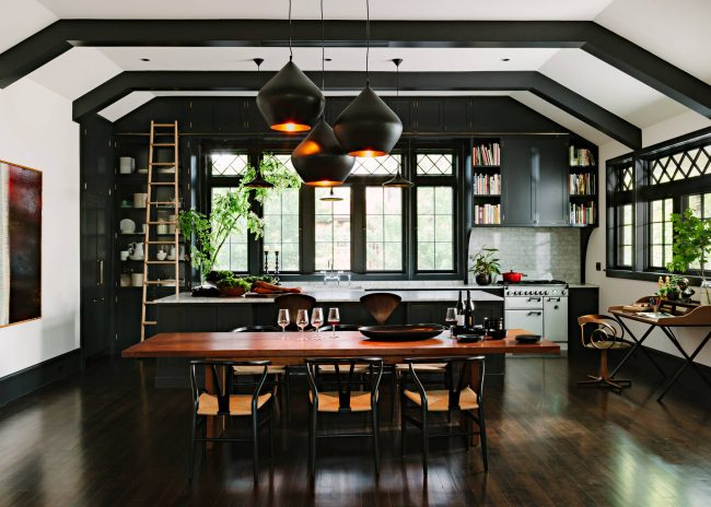 La zone de cuisson le long de la fenêtre vous permettra de créer un intérieur vraiment réfléchi et lumineux.