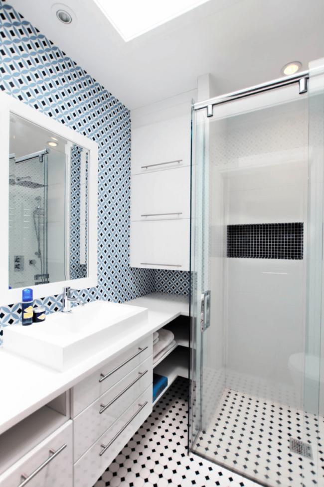 Bel intérieur d'une pièce hygiénique d'une superficie de 3 m².  m.