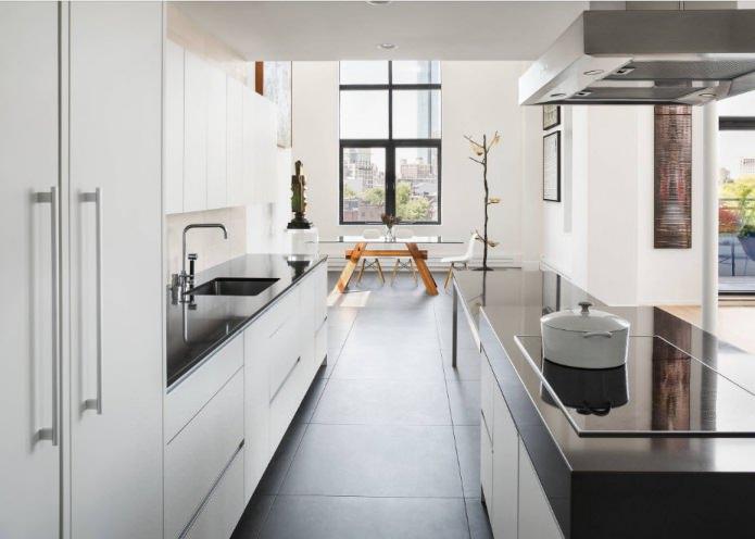 plan de travail noir dans la cuisine