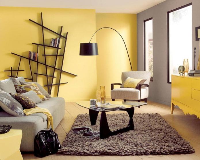 salon élégant aux couleurs jaune et noir