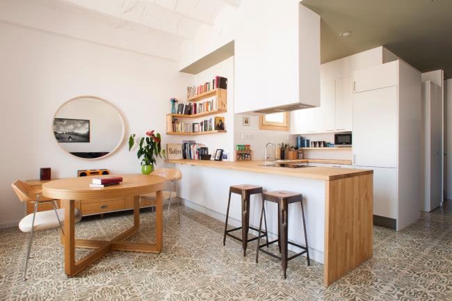 L'intérieur de la cuisine de 13 mètres carrés peut être élégant et très confortable