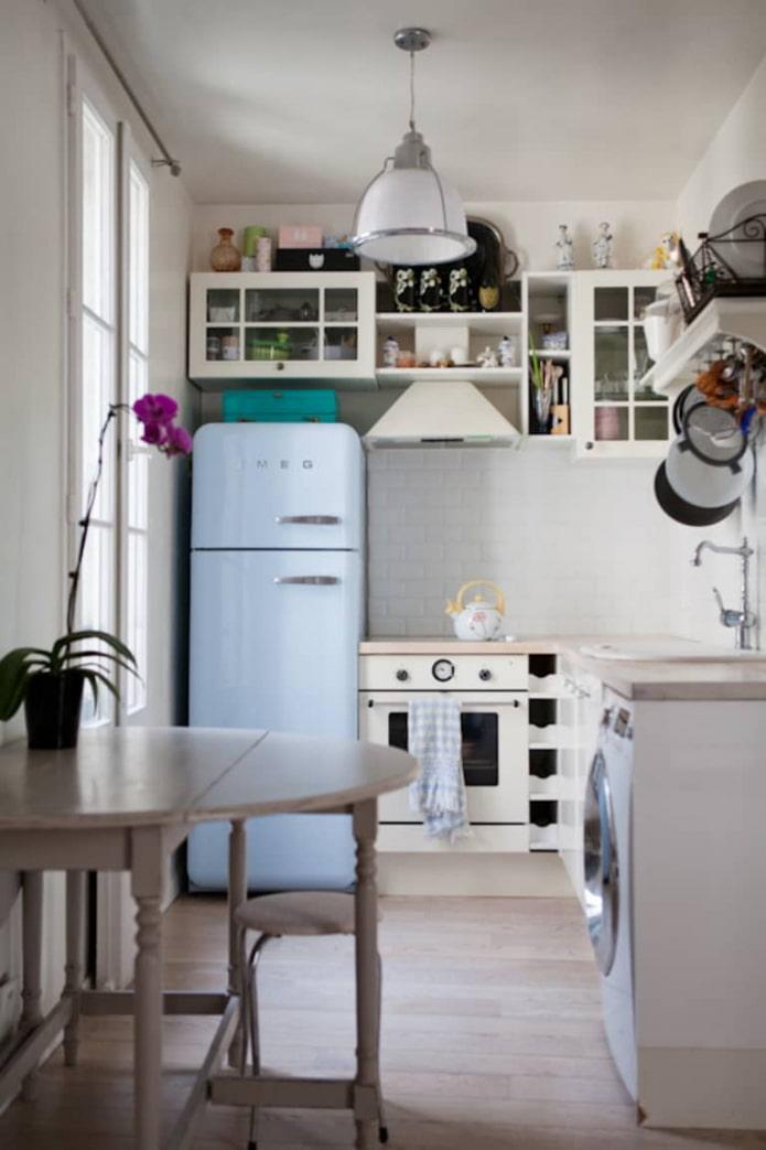réfrigérateur smeg à l'intérieur