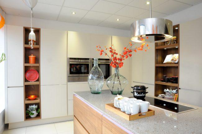 Les appareils électroménagers encastrables sont conçus pour faciliter autant que possible les tâches ménagères de la femme au foyer dans la cuisine, et de tels appareils contribueront également à économiser considérablement l'espace d'une petite cuisine.