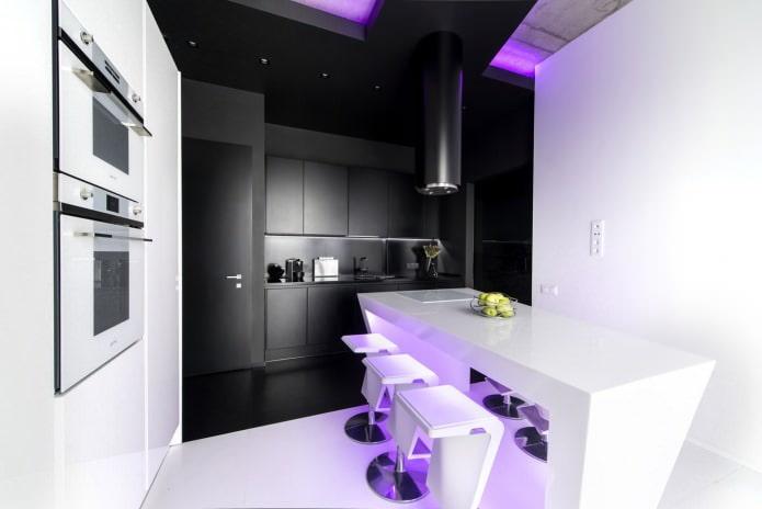 Ensemble de cuisine noir dans une cuisine moderne