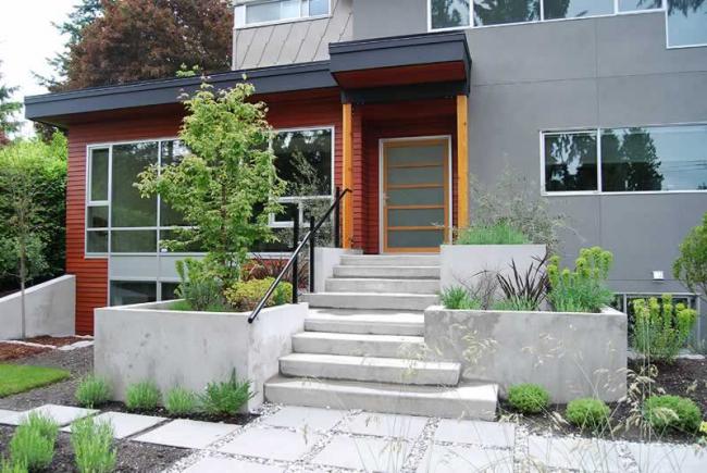 La décoration de l'entrée principale est un élément clé de l'extérieur du logement
