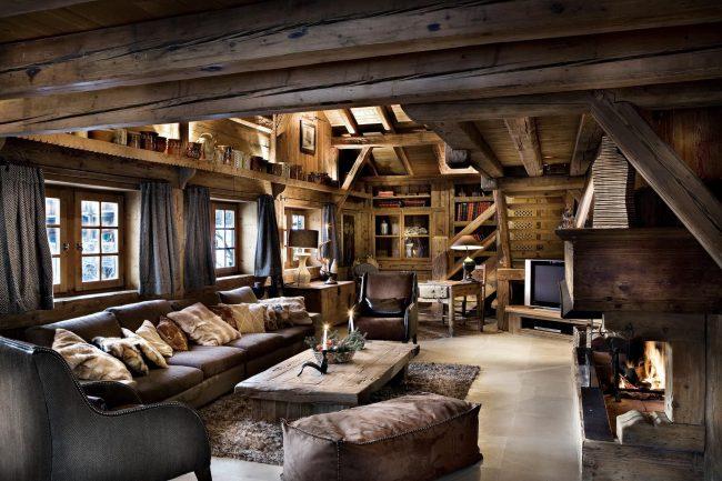 Style rustique à l'intérieur d'une maison de campagne moderne