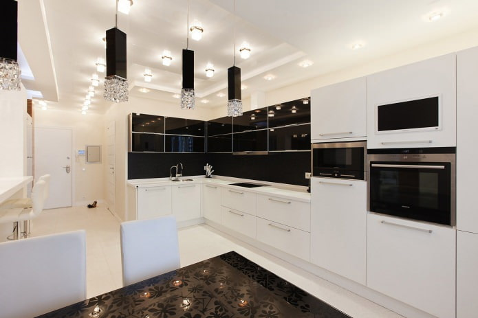 cuisine avec set noir et blanc