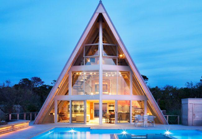 Maison panoramique d'été en forme de cabane