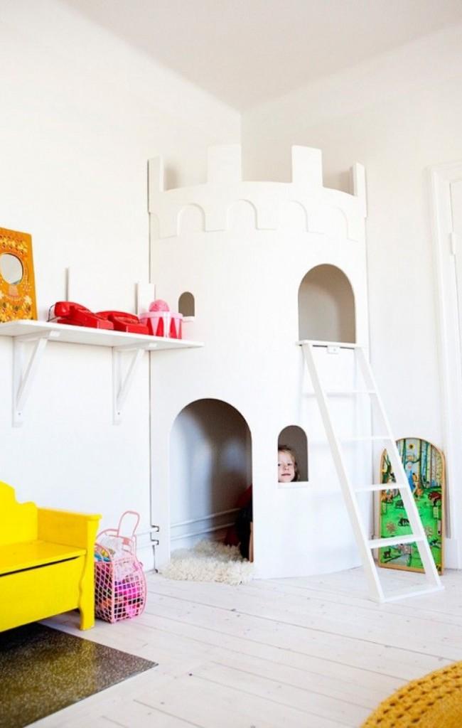 Maison de jeu d'angle en forme de forteresse blanche