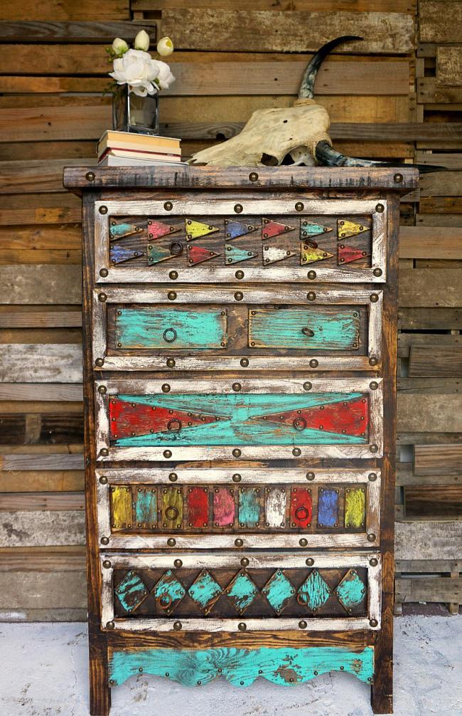 Vous ne devez pas jeter de vieux meubles, car vous pouvez économiser beaucoup en obtenant un élément unique de l'intérieur et le plaisir de donner vie à différentes idées de design de vos propres mains.