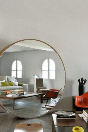 Miroirs à l'intérieur du salon: conseils pratiques pour agrandir l'espace