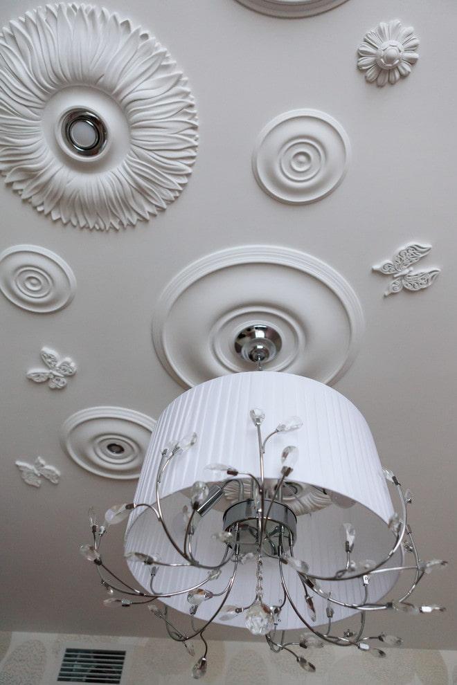 décoration en stuc au plafond