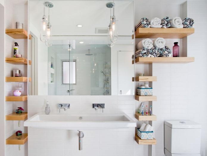 niches pour ranger les serviettes dans la salle de bain