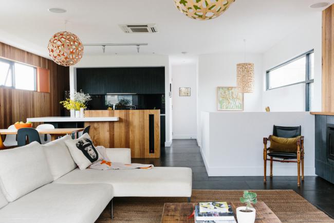 Intérieur d'une petite cuisine-salon dans un style moderne