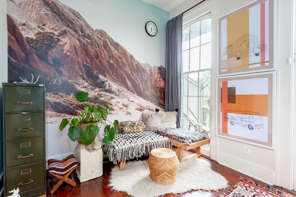 Les peintures murales de montagnes sauvages ajoutent du confort à la pièce
