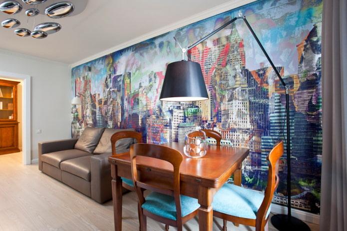 coller du papier peint représentant la ville de l'un des murs