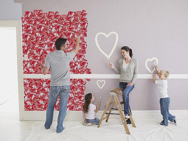 L'application facile du matériau permet à toute la famille de participer au processus