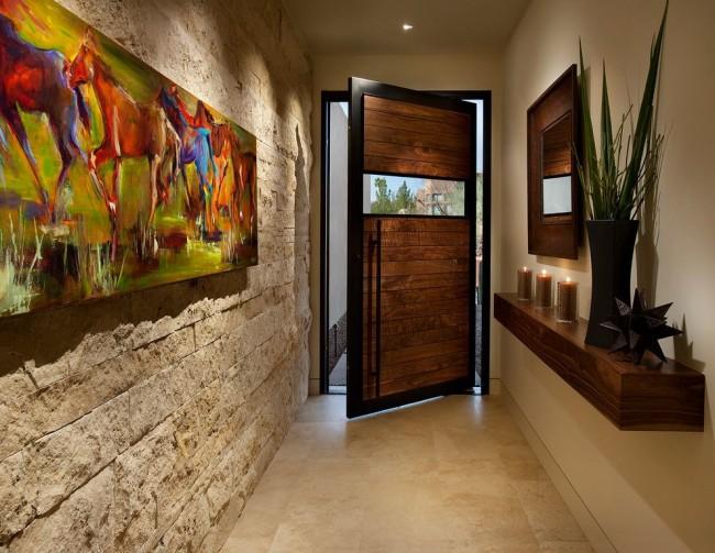 L'un des murs du couloir est fini avec de la pierre décorative légère
