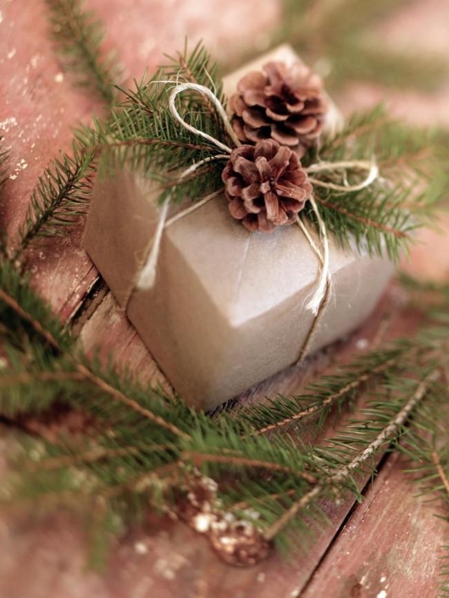 Emballez vous-même les cadeaux et décorez-les de façon originale pour exprimer une attitude chaleureuse envers vos proches