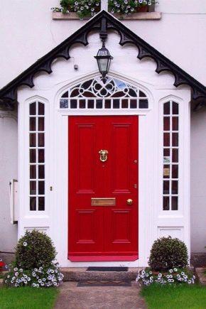 Portes d'entrée pour une maison de campagne