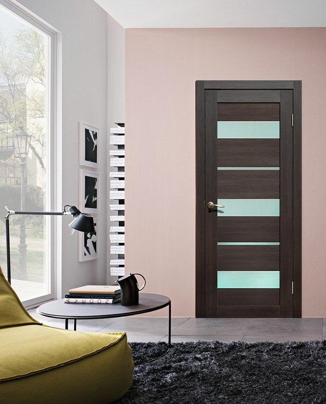 portes latérales de couleur wengé à l'intérieur