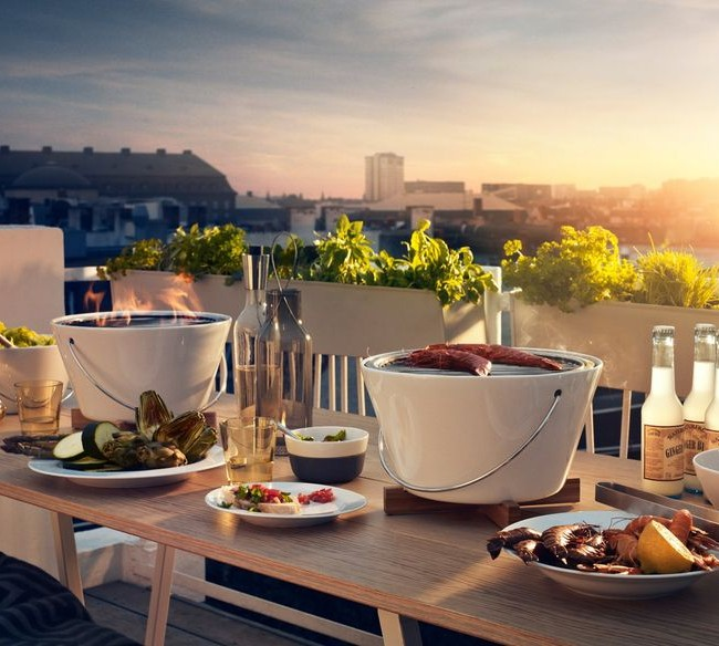 Même s'il n'y a pas de possibilité de se détendre à la datcha, un brasero compact et un barbecue contribueront à créer une atmosphère de pique-nique même dans un appartement.
