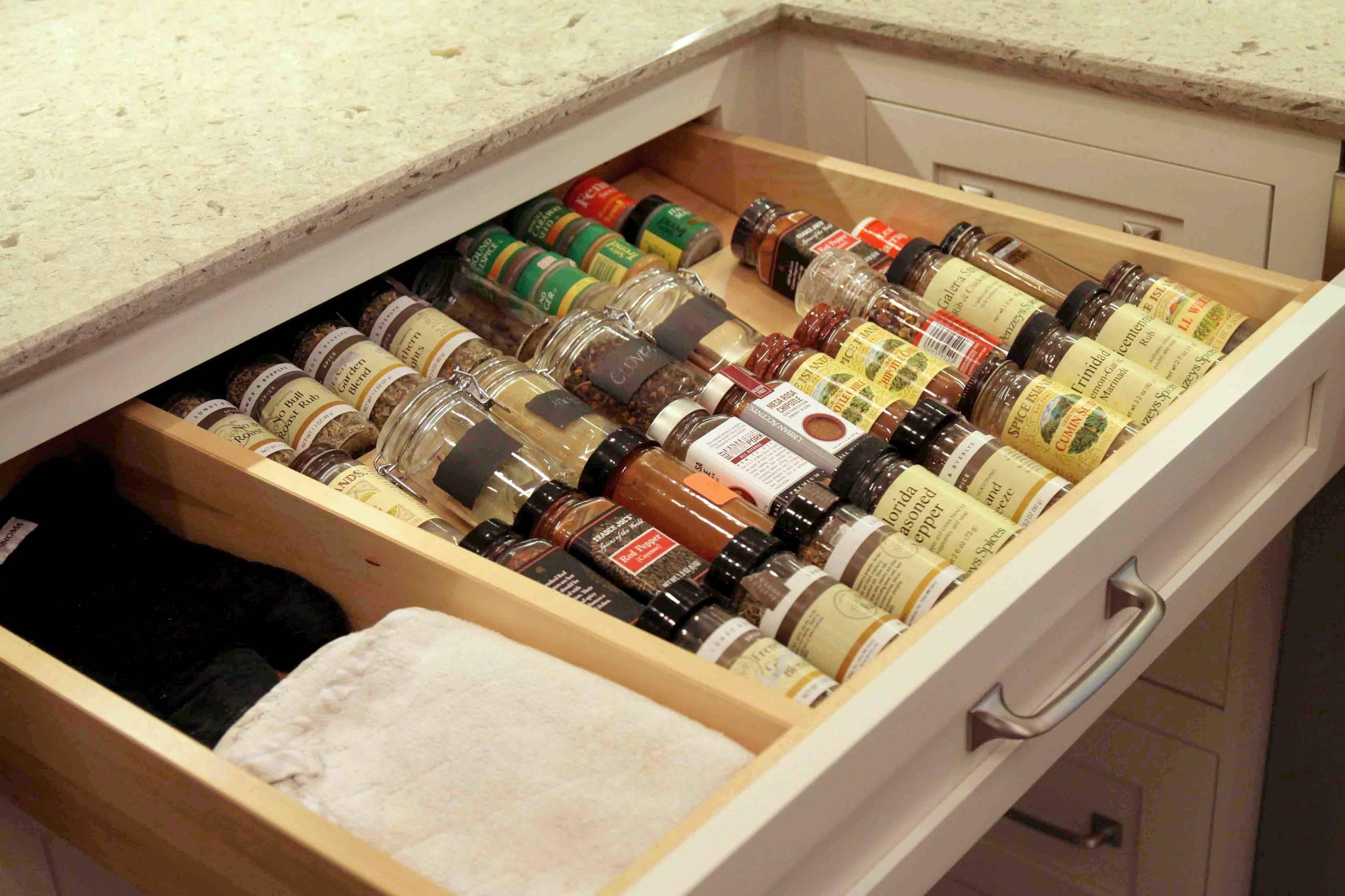 Il existe de nombreuses idées pratiques pour conserver les épices dans la cuisine.