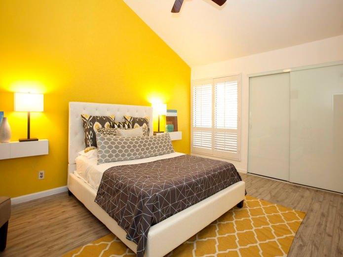 chambre à coucher intérieure jaune et blanche