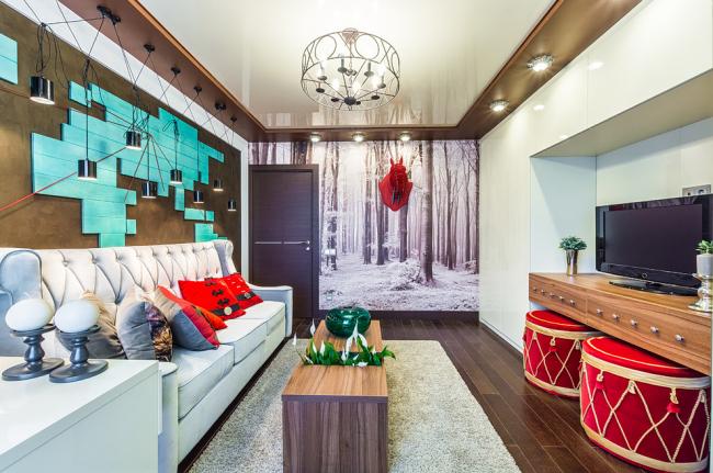 Salon avec spots autour du plafond tendu