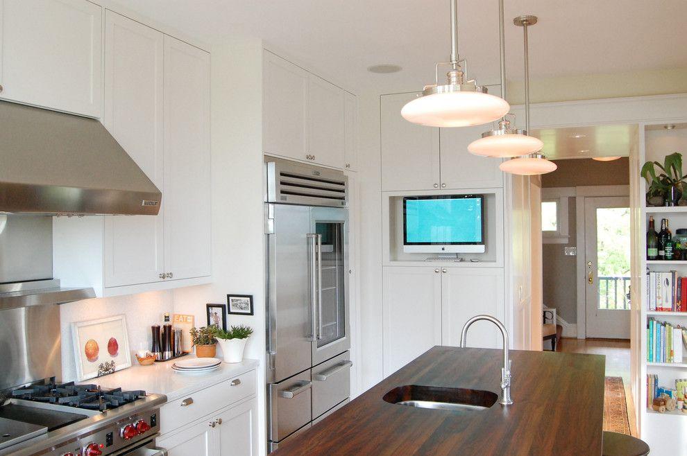 Grâce à la présence d'une télévision dans la cuisine, vous ne pourrez pas manquer votre émission ou film préféré