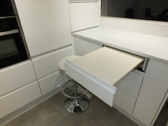 table coulissante dans le comptoir