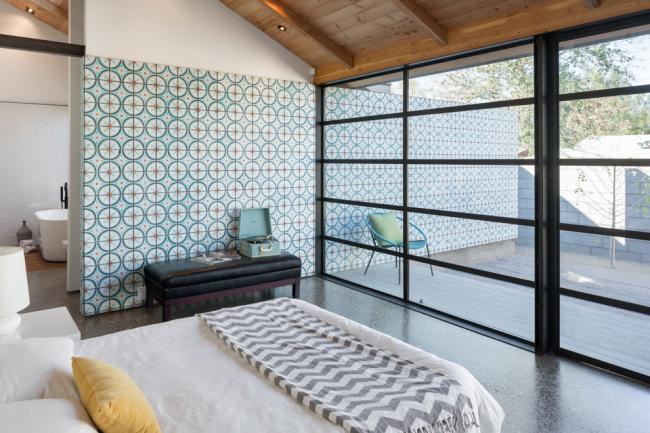 Chambre d'une maison privée avec accès à la terrasse