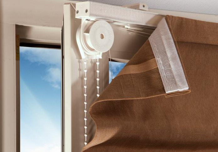 fixation de rideaux sans avant-toit