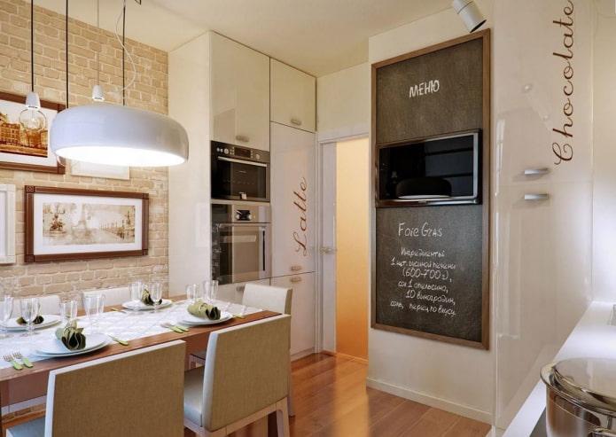TV à l'intérieur de la cuisine