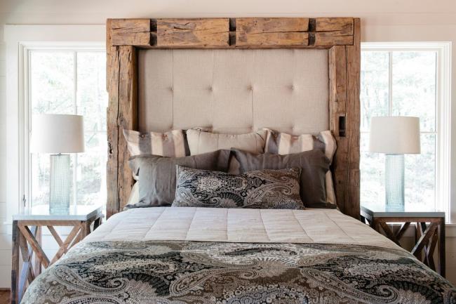 Une poutre en bois brut contribuera à accentuer le style rustique