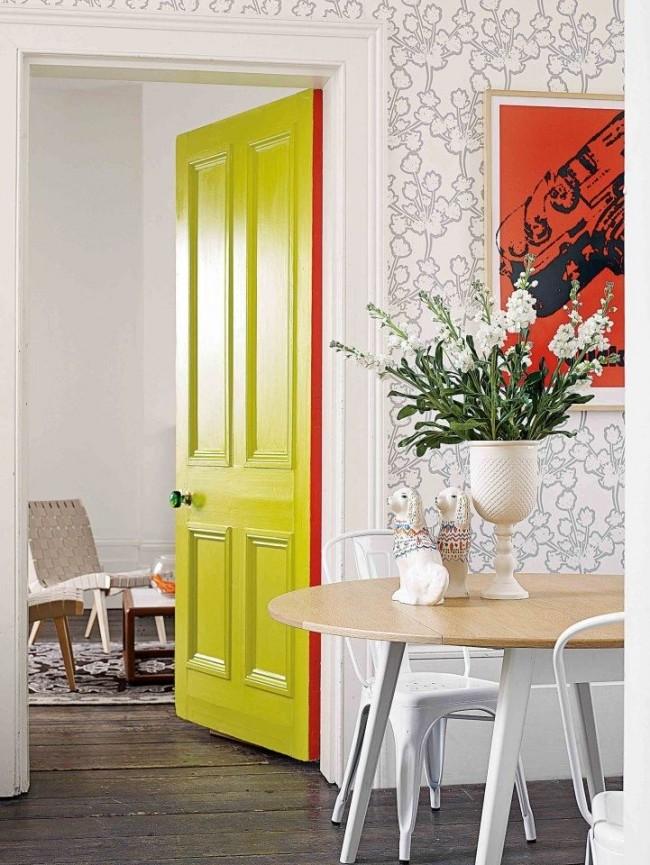 Les portes peintes en vert clair rafraîchiront l'intérieur