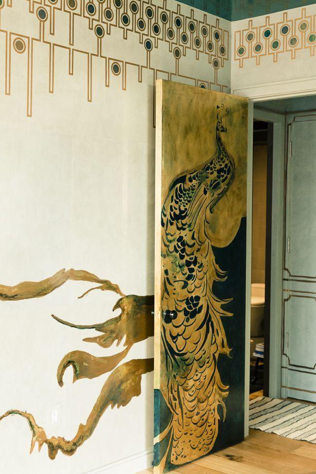 Si vous savez peindre, vous avez une excellente occasion d'appliquer votre talent pour rénover de vieilles portes.
