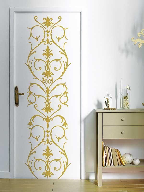Pochoir doré sur la porte