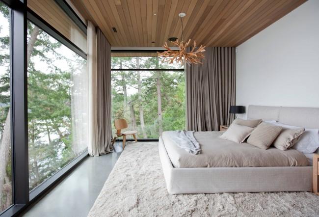 Une teinte savamment choisie (même complètement neutre) et un matériau de rideau peuvent transformer l'intérieur fini d'une pièce