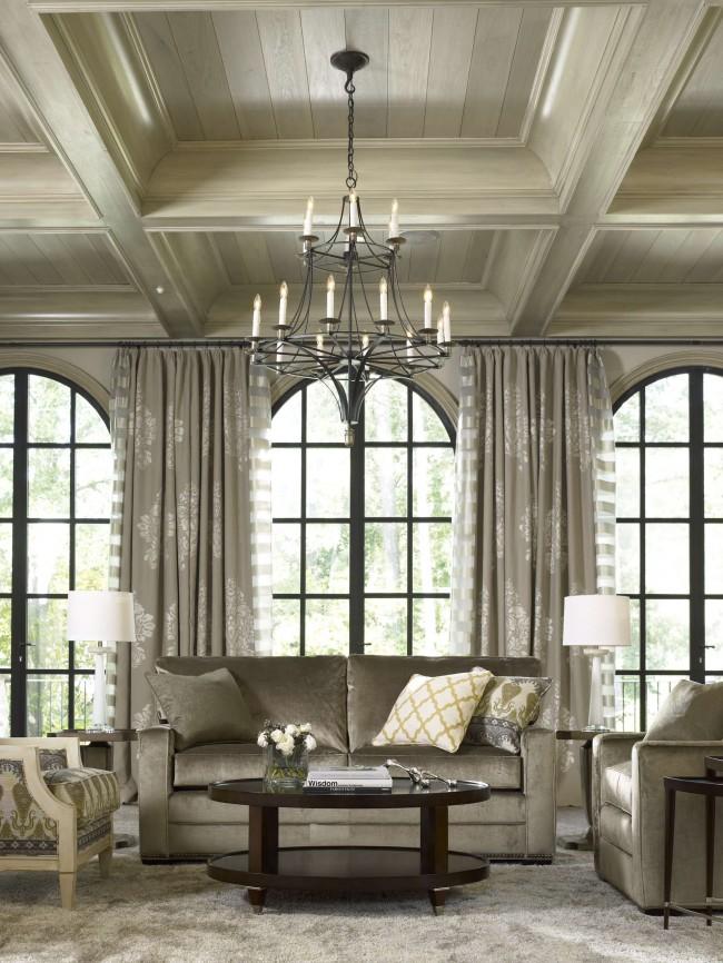 Les couleurs taupe et chêne blanchi semblent nobles dans les styles anciens et modernes, et, bien sûr, leurs combinaisons